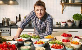 Celebrity Chef Jamie Oliver Backs Social Saturday